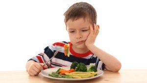 5 consigli utili per convincere un bambino a stare seduto a tavola