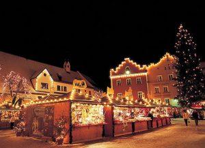 Sulle tracce del Natale tra mercatini e villaggi a tema