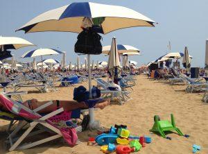Cosa non deve mancare nella borsa della spiaggia?