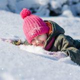 10 giochi divertenti da fare con i bambini sulla neve