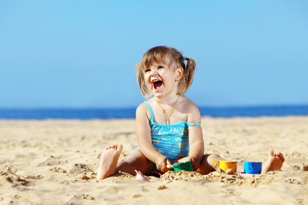 bambina spiaggia ifh