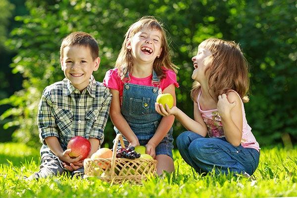 bambini fattoria frutti