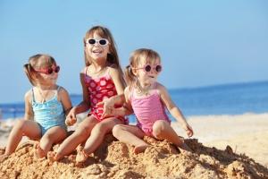 bambini giochi spiaggiav