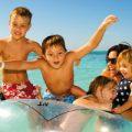 famiglia mare estate