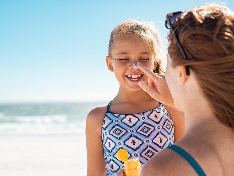 Proteggere la pelle dal sole con il giusto filtro in base ai fototipi