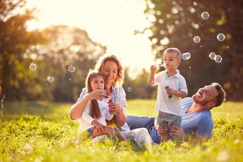 benefici del sole sulle ossa e sulla pelle dei bambini